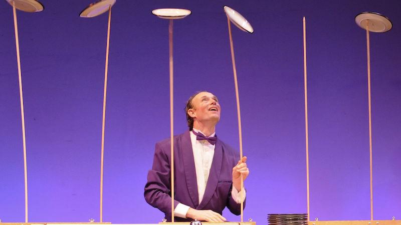 Henrik Bothe spins plates at Moisture Festival